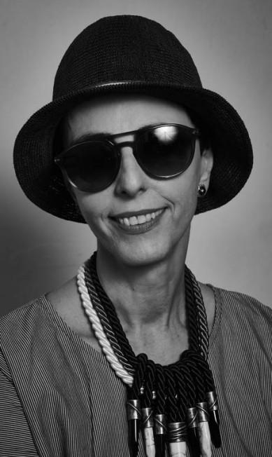"""Lilian Pacce, consultora de moda, na mesa """"Por que o jornalismo de moda não é algo frívolo"""" Marcelo Saraiva"""