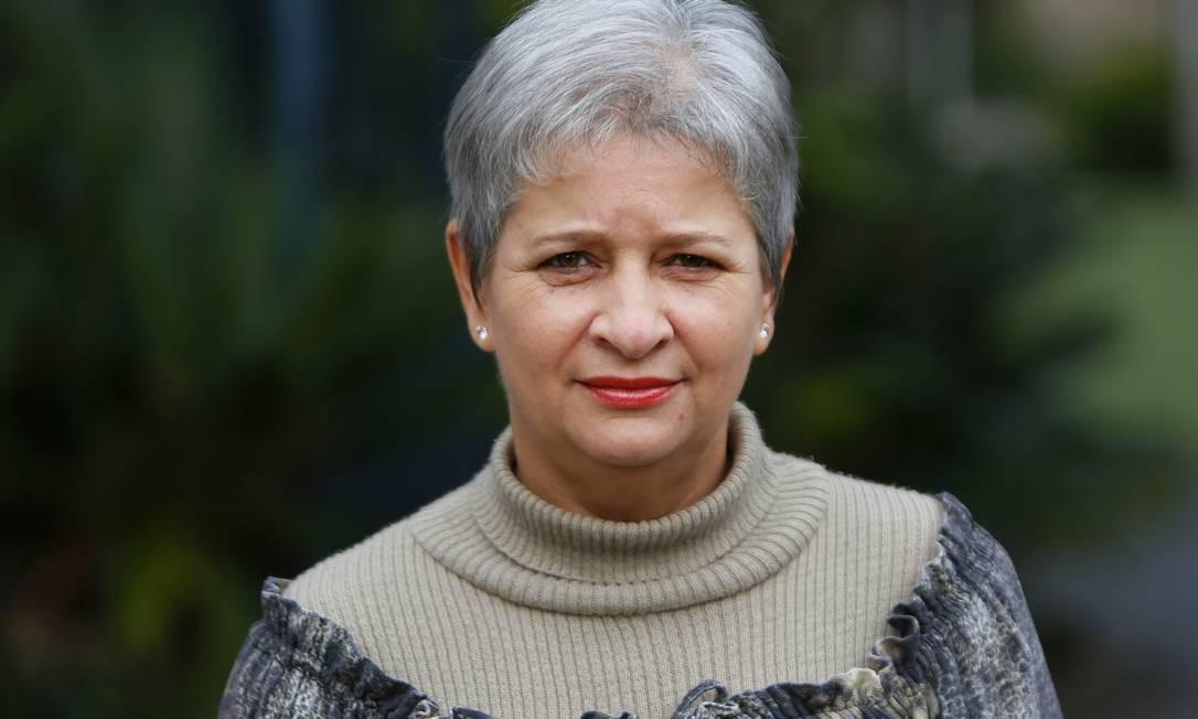 """Rosane Rempel, 50 , advogada, Porto Alegre: """" Ela mantém suas esperanças nas novas gerações, que, acredita, buscam melhorias coletivamente.""""Se eu votasse, não escolheria um candidato que faz do poder sua profissão, sem ao menos saber o que é uma jornada de trabalho de oito horas ou mais para ter de sobreviver com um salário mínimo"""". (Patrícia Comunello) Foto: Joao Mattos"""