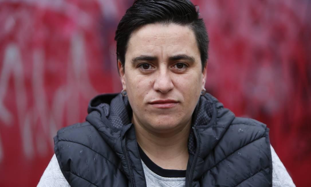 """Priscila Leote, 34, técnica de enfermagem, Porto Alegre. Militante do movimento LGBT, ela adotou dois critérios: votar em mulher e em quem defende os direitos humanos. """"Tem de escolher o menos ruim. Tenho poucas expectativas. Precisamos prestar atenção nos debates porque tem saídas mais inteligentes do que só afetar os menos favorecidos"""". (Patrícia Comunello). Joao Mattos / Joao Mattos"""