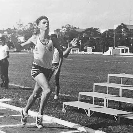 Em 1977, Jair Bolsonaro participa de um treinamento de pentatlo na Academia das Agulhas Negras (Aman), em Resende (RJ). Colegas de turma relembram o bom desempenho do então militar, e hoje presidenciável,no esporte Foto: Reprodução