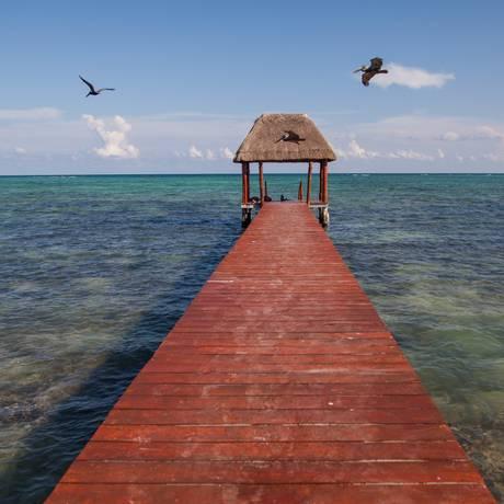 Praias de Tulum, no México, oferecem aguas cristalinas, multicoloridas e tranquilas ao visitante. Foto: Laura Marques / Agência O Globo
