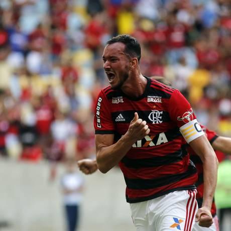 Réver comemora o gol que abriu o placar para o Flamengo diante do Sport Foto: Gilvan de Souza