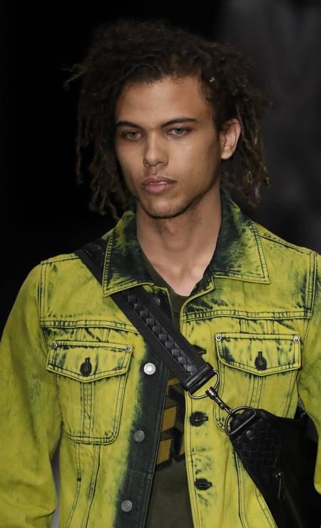 Roberto na passarela da Bottega Veneta Foto: Getty Images