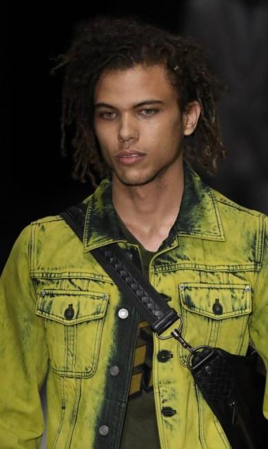 Roberto na passarela da Bottega Veneta Getty Images