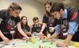 Dinâmicas. Jogos têm sido recurso frequente usado por empresas para avaliar como os candidatos encontram soluções criativas e funcionais Foto: Nestlé/Divulgação
