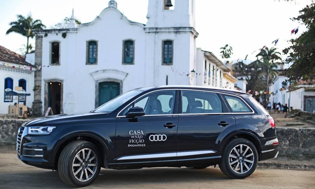 Audi Q7, o mais luxuoso e potente utilitário esportivo da Audi, levava os participantes da Flip pelas ruas de Paraty Foto: Divulgação