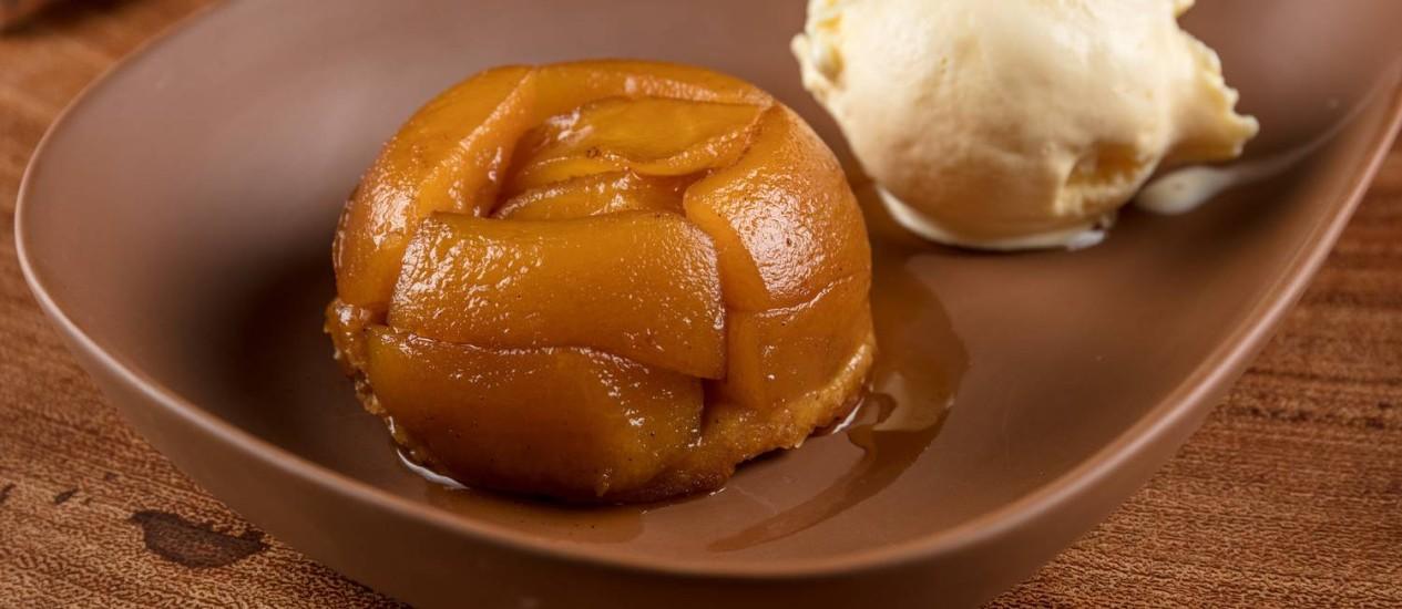 Tarte Tatin, a clássica torta de maçãs francesa Foto: Tomás Rangel / Divulgação