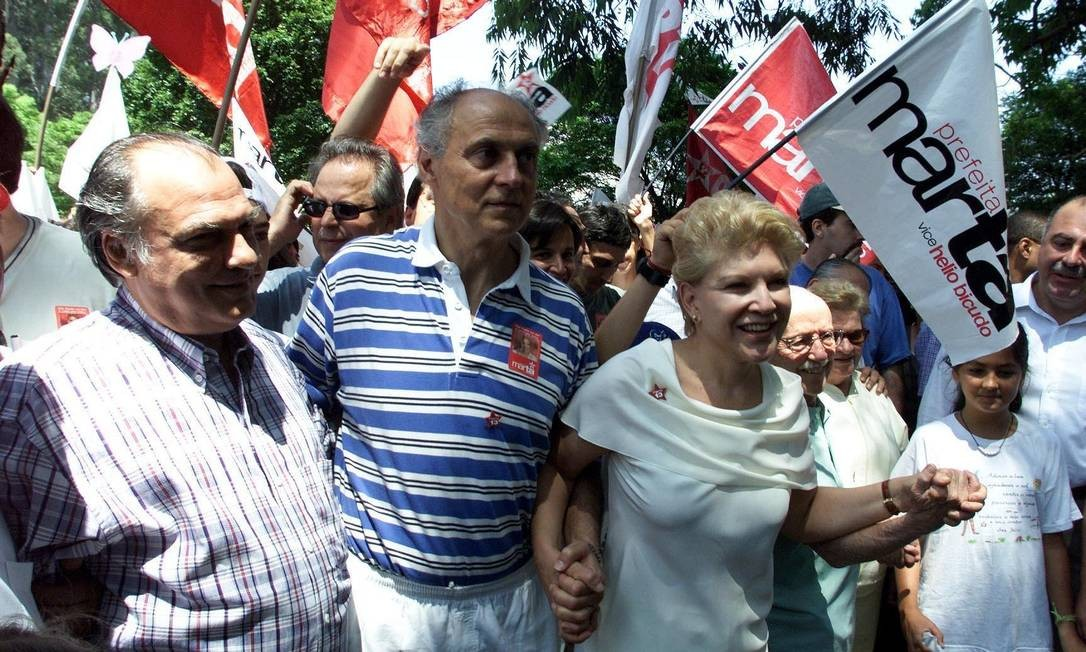 Hélio Bicudo foi vice-prefeito de São Paulo, de 2001 a 2004, na gestão de Marta Suplicy, pelo Partido dos Trabalhadores (PT). Na foto, Bicudo aparece ao lado de Suplicy, Roberto Freire e Luiza Erundina Foto: Sérgio Tomisaki / Agência O Globo