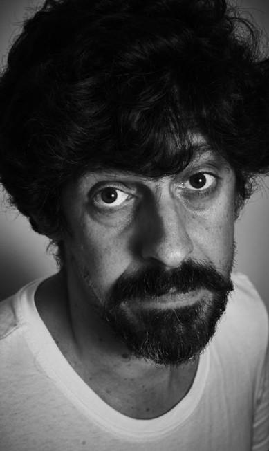 """Fábio Moon, quadrinista, na mesa """"A não ficção em quadrinhos"""" Marcelo Saraiva"""