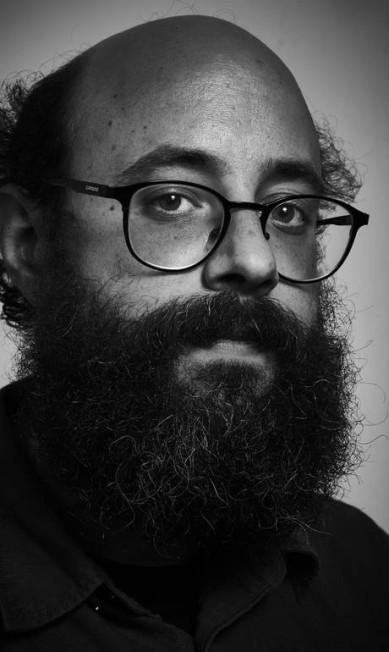"""André Conti, da editora Todavia, na mesa """"A não ficção em quadrinhos"""" Marcelo Saraiva"""