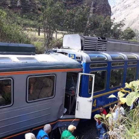 Trens se chocam em via férrea pra Machu Picchu, no Peru Foto: Reprodução Twitter