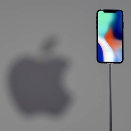iPhone X, o campeão de vendas no 3º trimestre, segundo diretor financeiro da Apple Foto: JOSH EDELSON / AFP