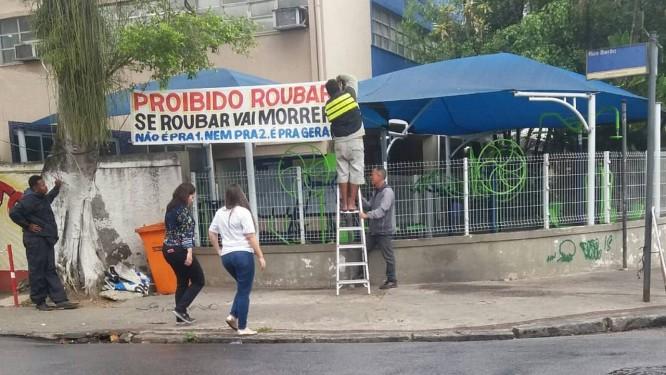 Faixas são estendidas na Rua Barão, na Praça Seca Foto: Reprodução/Redes Sociais