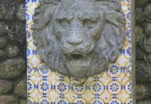 Fonte no Lago das Fadas está com azulejos e mármores corroídos, além de não ter água escoando Foto: Maurício Peixoto