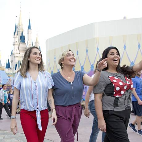 As atrizes Heloísa Perissé e Fabiana Karla, no Magic Kingdom, na Disney Foto: Divulgação