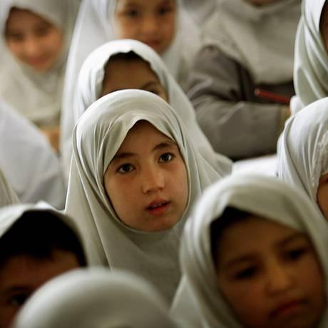 Crianças afegãs em sala de aula Foto: Damir Sagolj / Reuters