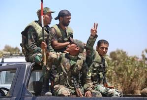 Forças sírias perto das Colinas de Golã, na semana passada: vitória estaria próxima, disse Assad a suas tropas Foto: YOUSSEF KARWASHAN / AFP