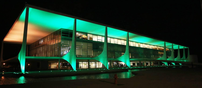 O Palácio do Planalto, iluminado na noite de 10/07/2018 Foto: Ailton de Freitas / Agência O Globo