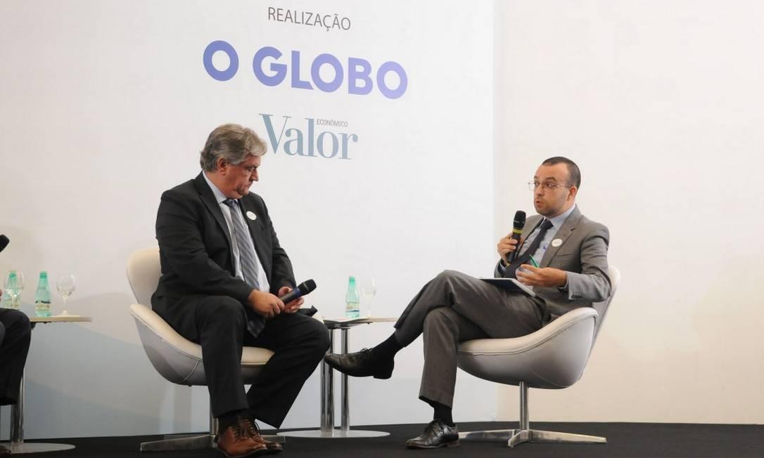 """Paulo Resende (à esquerda), com o jornalista Daniel Rittner, diz que """"o objetivo é estimular investimentos Foto: / Valor Econômico"""