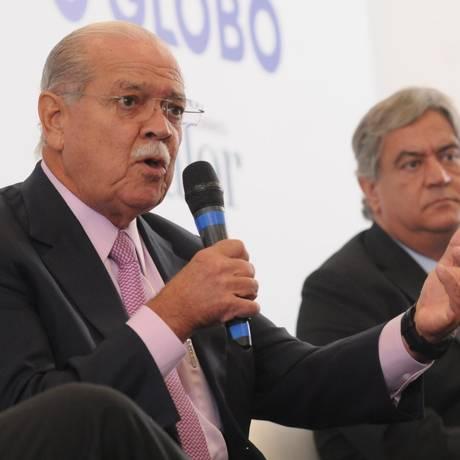 """César Borges (com o microfone), da ABCR: """"A ferrovia foi sendo deixada de lado"""" Foto: Valor Econômico"""