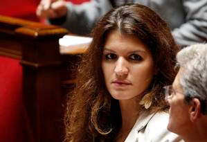 Ministra francesa da Igualdade de Gêneros, Marlène Schiappa, durante sessão do Parlamento: medidas contra violência sexual foram apresentadas por ela e aprovadas na noite de quarta-feira Foto: Charles Platiau / REUTERS