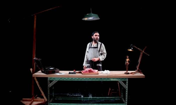 Beto Magnani, em cena da peça 'Pança' Foto: Robert Coelho / Divulgação