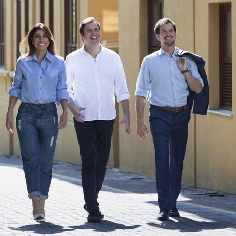 O advogado Helder Galvão entre os parceiros Felipe Hanszmann e Joana Braz Foto: Ana Branco / Agência O Globo