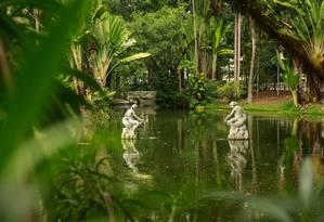 Um dos três lagos do Campo de São Bento, que junto com outros dois comportam dois milhões de litros d'água: a limpeza, atualmente manual, será substituída por um sistema de filtragem Foto: Brenno Carvalho / Agência O Globo