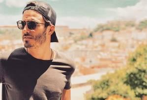O ator Thiago Rodrigues em Portugal Foto: Reprodução
