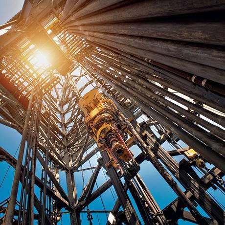 Plataforma de petróleo em operação. Ao fim da vida útil resta o problema do que fazer com 20.000 toneladas em estruturas Foto: CHAIN45154 / Getty Images