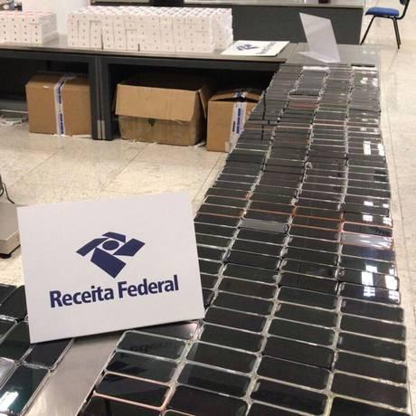 Parte dos aparelhos apreendidos no aeroporto de Cumbica, em Guarulhos (SP) Foto: Divulgação