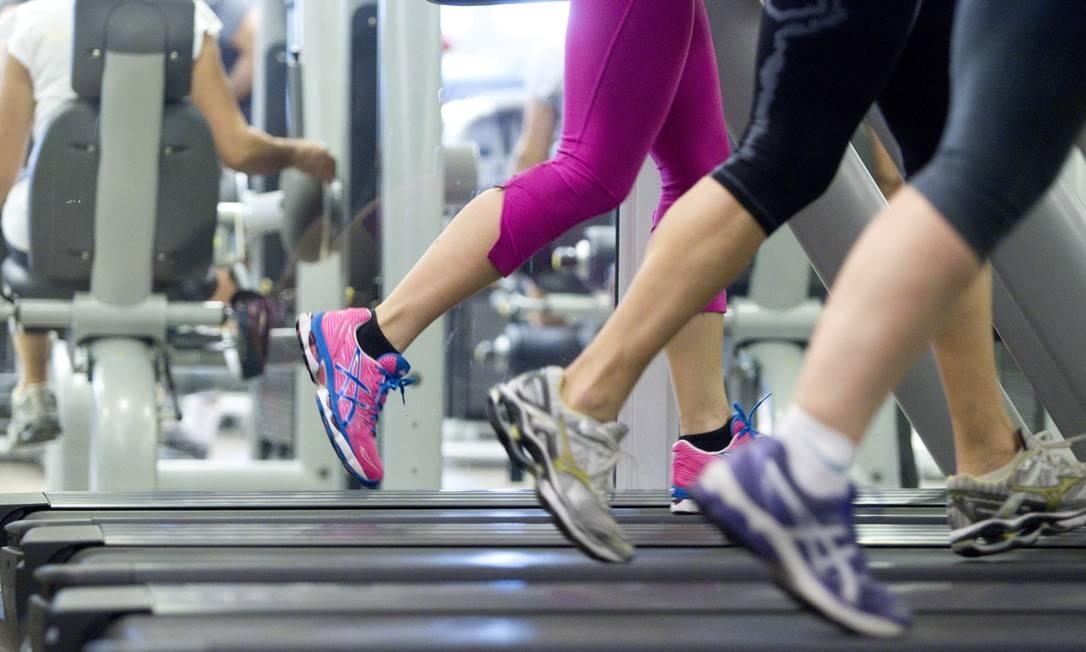Fazer exercícios com amigos ajuda a manter a motivação Foto: Márcia Foletto / Agência O Globo