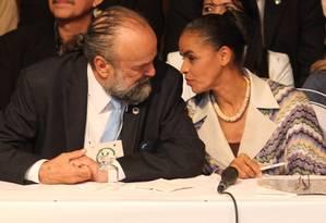 José Luiz Penna e Marina Silva, durante convenção nacional do PV, após o primeiro turno das eleições de 2010 Foto: Eliária Andrade / Agência O Globo (17/10/2010)