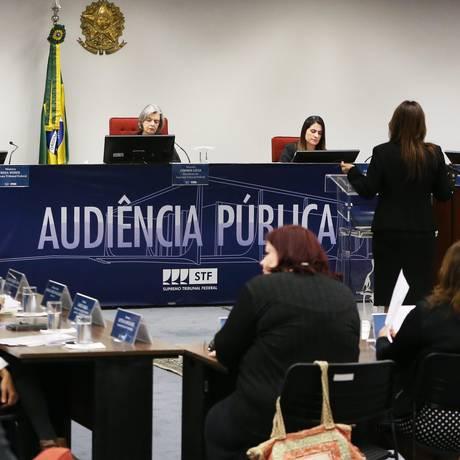 A presidente do STF, ministra Cármen Lúcia, durante audiência pública sobre aborto, entre acadêmicos, ONGs e representantes de órgãos do governo Foto: Givaldo Barbosa / Agência O Globo
