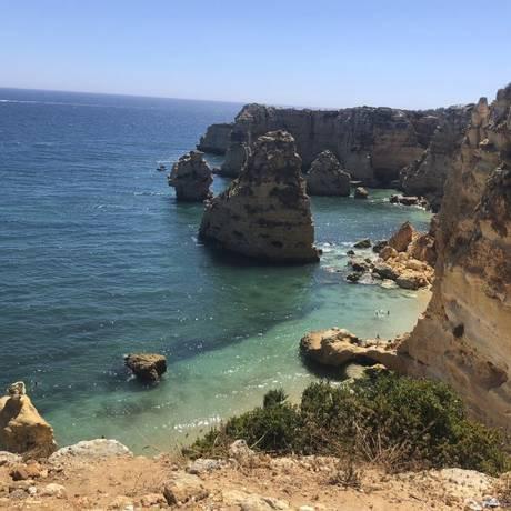 """Joia portuguesa. A Praia da Marinha, que está entre as dez mais belas da Europa segundo o """"Guia Michelin"""""""