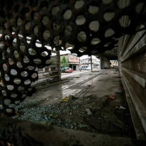 Guardas municipais vão começar passar a fiscalizar, ao lado de funcionários do BRT, os passageiros que entram no sistema de ônibus articulados sem pagar a passagem (R$ 3,95) e, também, responsáveis por atos de vandalismo Foto: Marcelo Regua / Agência O Globo