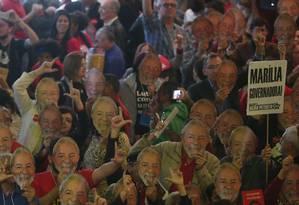 Em convenção do PT, militantes pedem manutenção da candidatura de Marília Arraes Foto: Marcos Alves / Agência O Globo