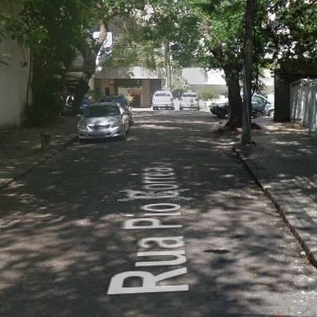 Criminosos fizeram arrastão na Rua Pio Corrêa Foto: Reprodução / Google Street View