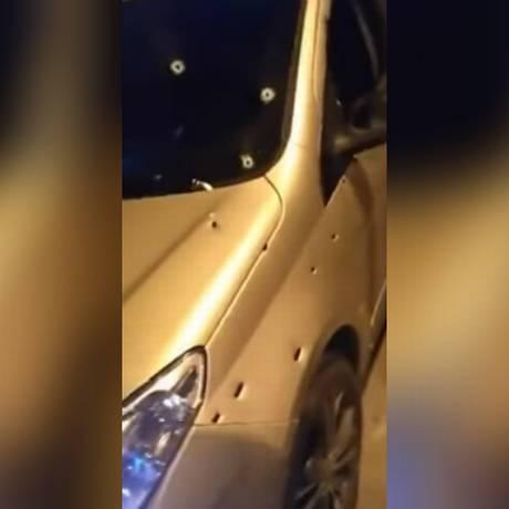 As marcas de tiros no carro Foto: Jacarepaguá Notícias - RJ