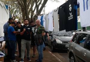 Djalma Rocha, de 45 anos, vendeu 480 camisetas na porta da convenção Foto: Marcos Alves/ Agência O GLOBO