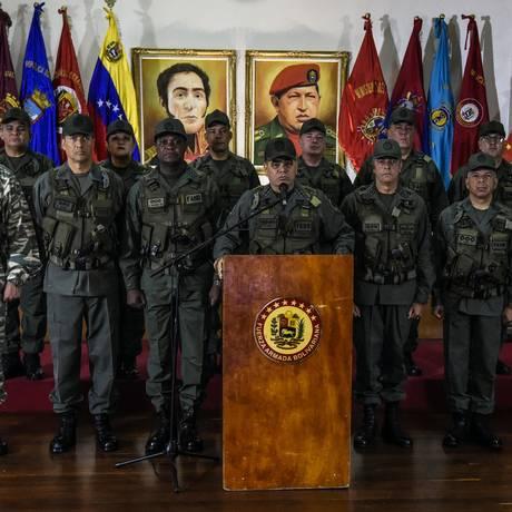 Ministro da Defesa, Vladimir Padrino, fala em entrevista coletiva sobre suposto atentado ao presidente Nicolás Maduro Foto: JUAN BARRETO / AFP