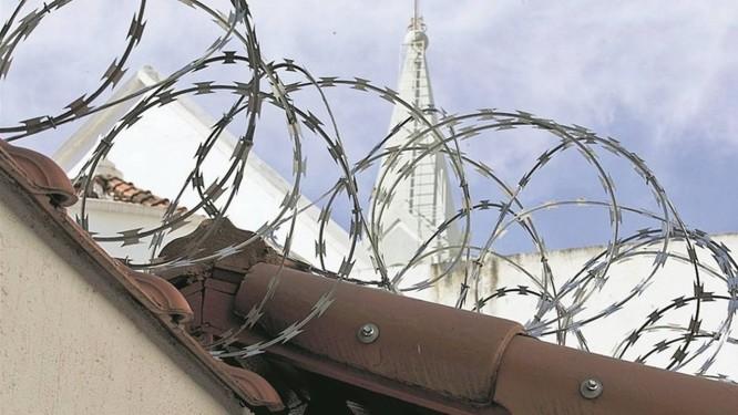 Segurança reforçada: Paróquia do Divino Espírito Santo após assalto coloca cerca de aço, câmeras e alarmes Foto: Márcia Foletto / Agência O GLOBO
