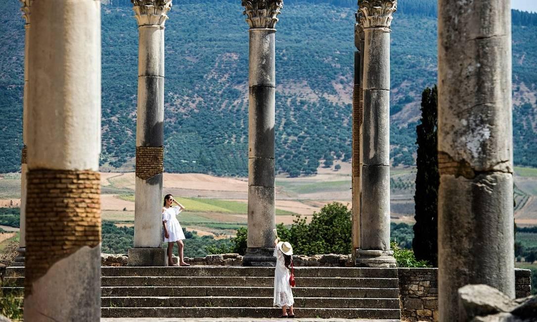As colunas são herança dos tempos dos romanos, que estiveram em Volubilis entre os anos 42 e 285, o que faz dessa a mais antiga cidade romana no Marrocos Foto: FADEL SENNA / AFP