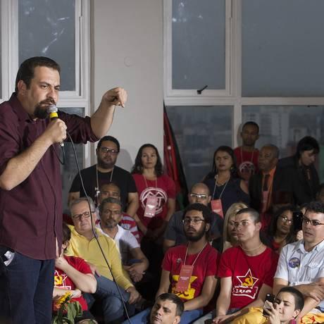Guilherme Boulos, na convenção do PSOL que confirmou sua candidatura à Presidência Foto: Edilson Dantas/Agência O Globo/21-07-2018