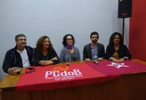 Coligação entre PCdoB e PT, com a candidata Marcia Tiburi ao centro Foto: Waleska Borges / Agência O Globo