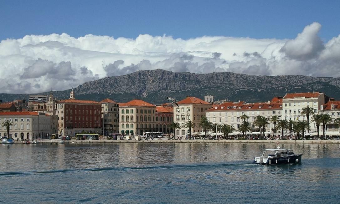 Split, uma das mais agitadas cidades na Croácia, é um popular ponto de partida para os passeios de veleiro. De lá tambem partem ferries para passeios de ida e volta à ilha de Brac Foto: Eduardo Vessoni