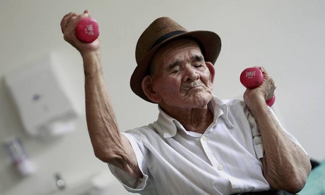 Idoso praticando exercícios: perfil populacional da América Latina e Caribe vai mudar radicalmente nas próximas décadas Foto: Juan Carlos Ulate
