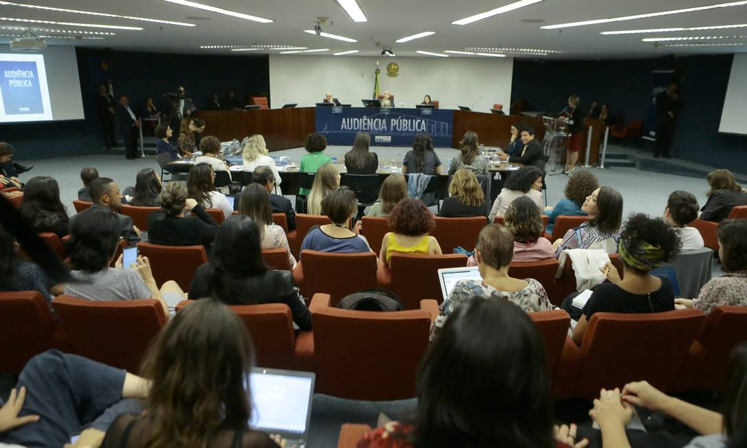 O plenário do STF lotado no segundo dia da audiência pública sobre descriminalização do aborto Foto: Jorge William
