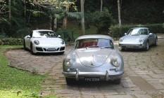356 B de 1960 (centro), o 911 geração 993, de 1995 ( à direita), e o atual 911 GTS, geração 991.2 Foto: Fotos de Fabio Perrotta Jr e Jason Vogel