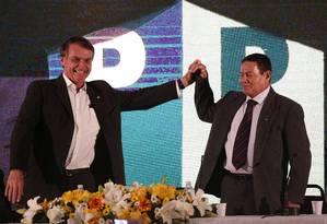 Jair Bolsonaro e general Mourão, na convenção do PRTB Foto: Marcos Alves/Agência O Globo/05-08-2018